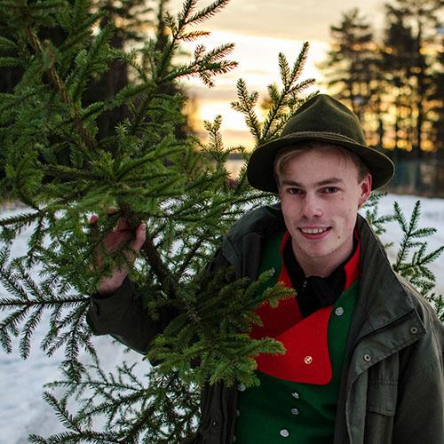 Skogis Granar levereras av trevliga jägmästarstudenter